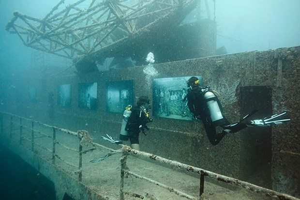 Photo Exhibition Held at a Shipwreck 93 Feet Deep in the Ocean uw1