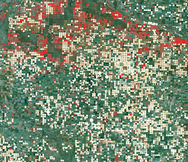Strange and Beautiful Crop Patterns Photographed From Space crop1 mini