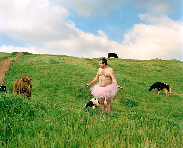 Man Photographs Himself in a Pink Tutu to Fight Against Breast Cancer tutu2 mini