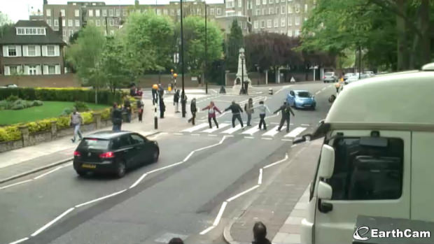 Famous Crossing At Abbey Road Offers Photo Ops and Traffic Jams AbbeyRoad 1 mini