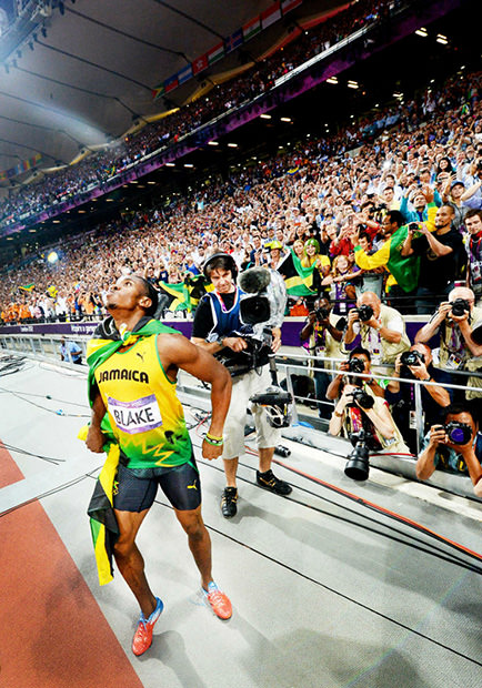 Usain Bolt Nabs Photographers DSLR, Snaps Awesome POV Shots bolt4 mini