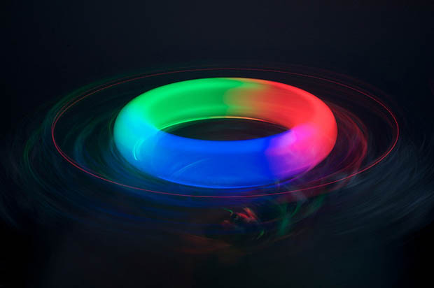 Gorgeous Photos of Light Experiments Shot Using Ordinary Objects kim10