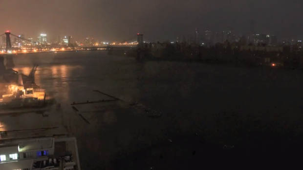 Time Lapse Shows Sandy Battering NYC and the Lights Going Out nyc4