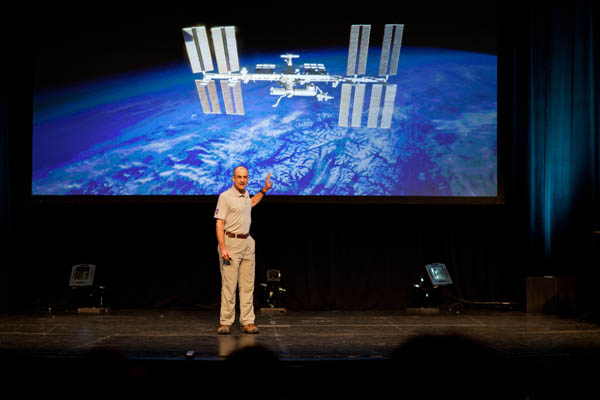 A Talk by NASA Astronaut Donald Pettit on Doing Photography in Space donpettit 4