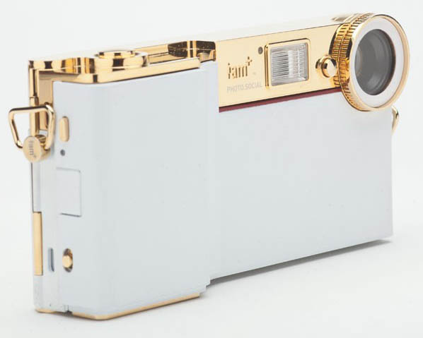 Will.i.am Unveils His New iPhone Camera Attachment, Called the foto.sosho iamcam1