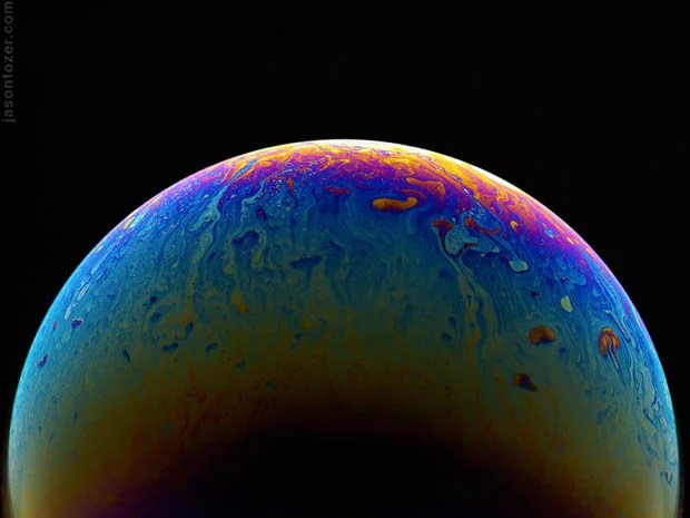 Soap Bubbles Photographed to Look Like Psychedelic Colored Planets in Space soapplanets 13