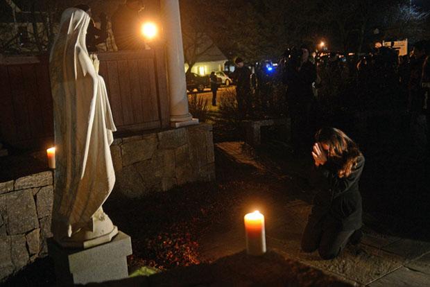 Good Evening Hd Wallpaper Photo Of Woman Praying Causes Debate About Photojournalism