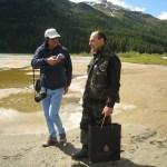 Peter Walt (links) lässt sich vom Fischer Andrea Panatti in die Geheimnisse des Fischens einweihen.