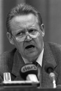 Günther Schabowski an der berühmten Pressekonferenz.