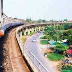 Ab Chachoengsao verlaufen die Bahngleise nach Pattaya teilweise auf Stelzen und Dämmen.
