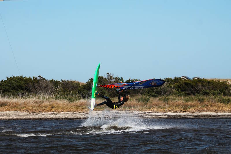 Phil Soltysiak windsurfing performing a Skopu at the Canadian Hole, Cape Hatteras, North Carolina. Photo by Makani Fins.