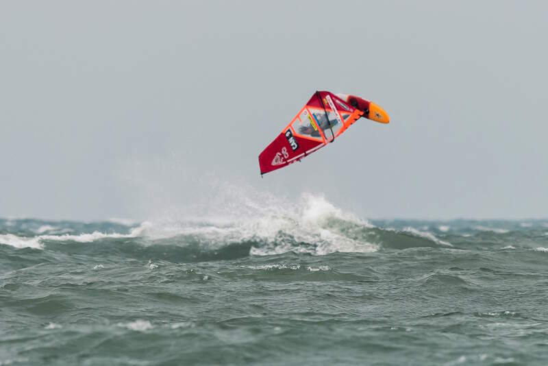 Phil Soltysiak pushloop windsurfing at Sherkston Shores - Photo by NiagaraMike2000