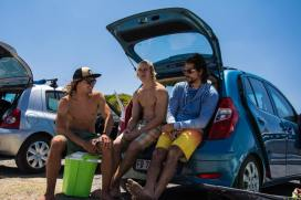 The windsurf life! Chilling with Yentel Caers and Antony Ruenes. Photo by Flo Ragossnig