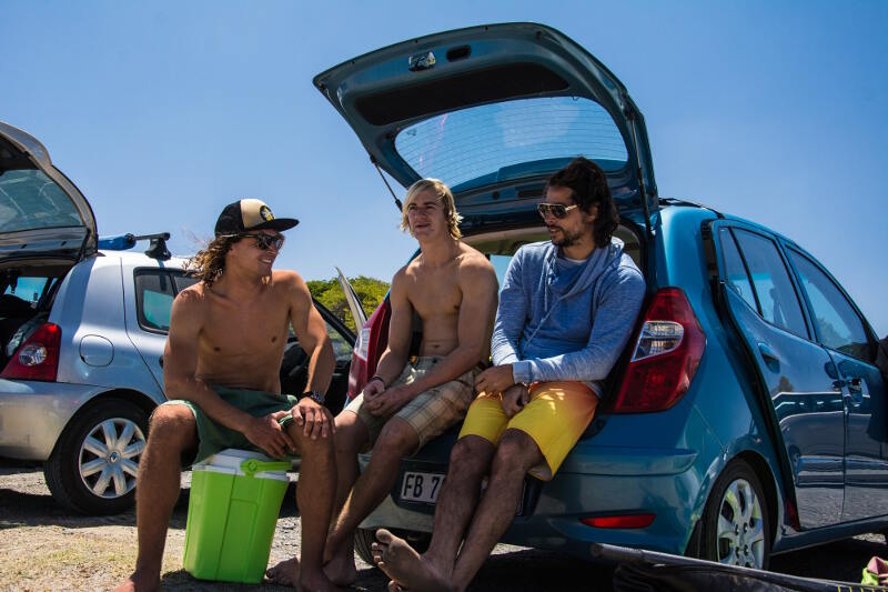 The windsurf life! Chilling with Yentel Caers and Antony Ruenes. Photo by Flo Ragossnig