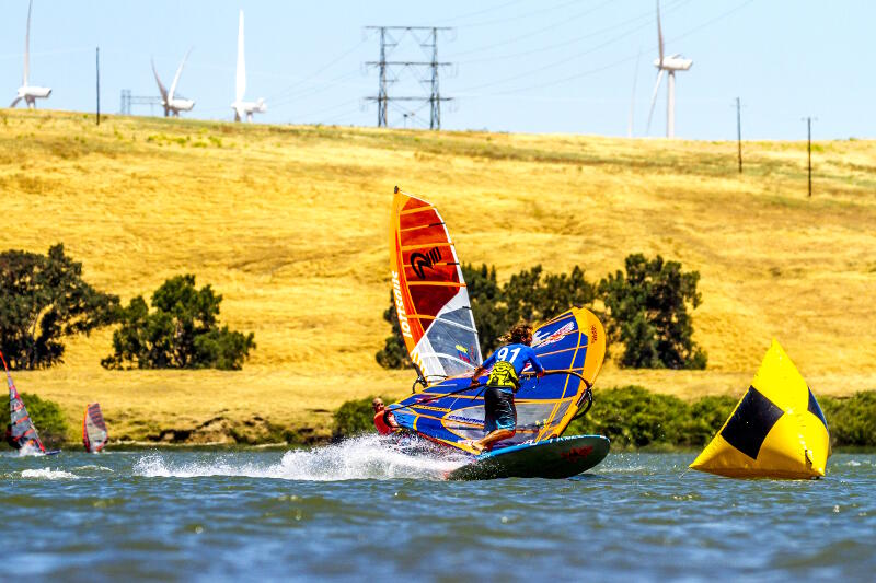 Phil Soltysiak windsurf slalom jibing during the Rio Vista Grand Slam on the 8.6m and 117l. Photo by Luckybeanz.
