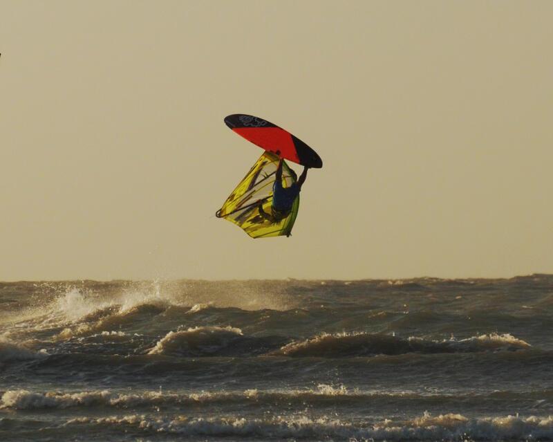 Phil Soltysiak windsurfing with a sunset Kono. Capture by Alex Mertens.