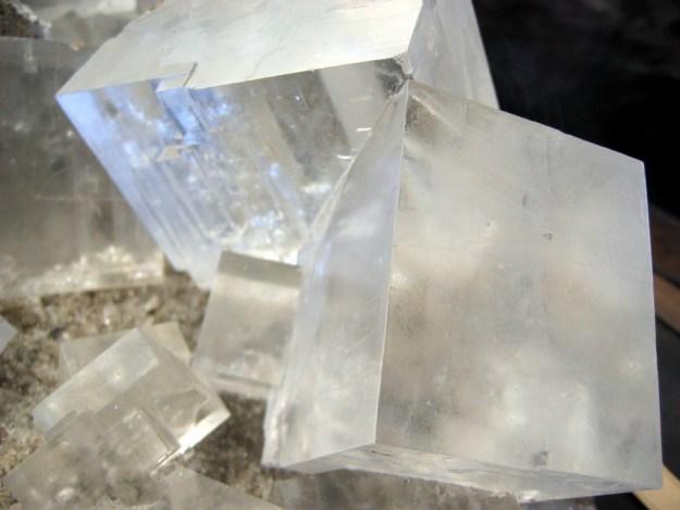 Rock_salt_crystal