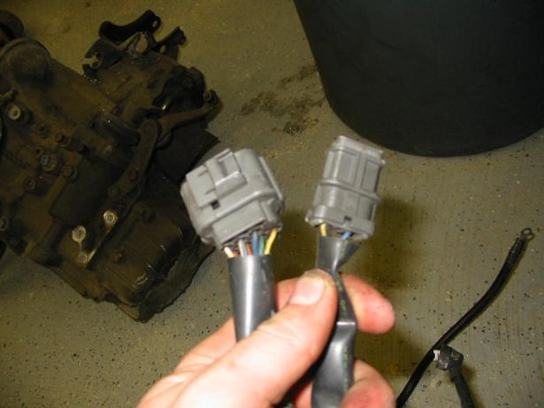H22 / \u002799 Civic - Mystery of the missing RPM Output Wire HondaSwap