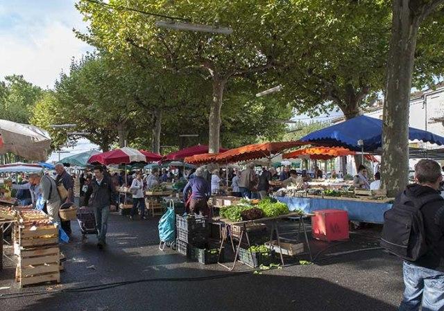 Le marché fermier  de la place jasmin  ©photo Patrick Clermont