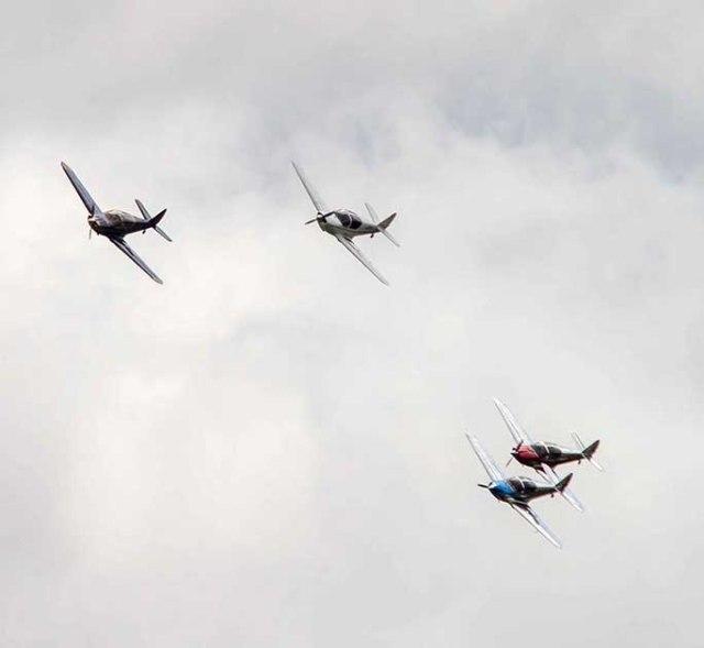 le concept de la patrouille swift est de simuler des courses d'avion©photo Patrick Clermont