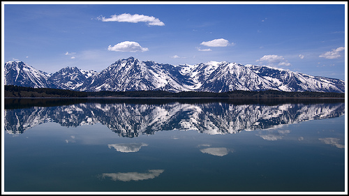 14 Perfect Mountain Reflection Pictures