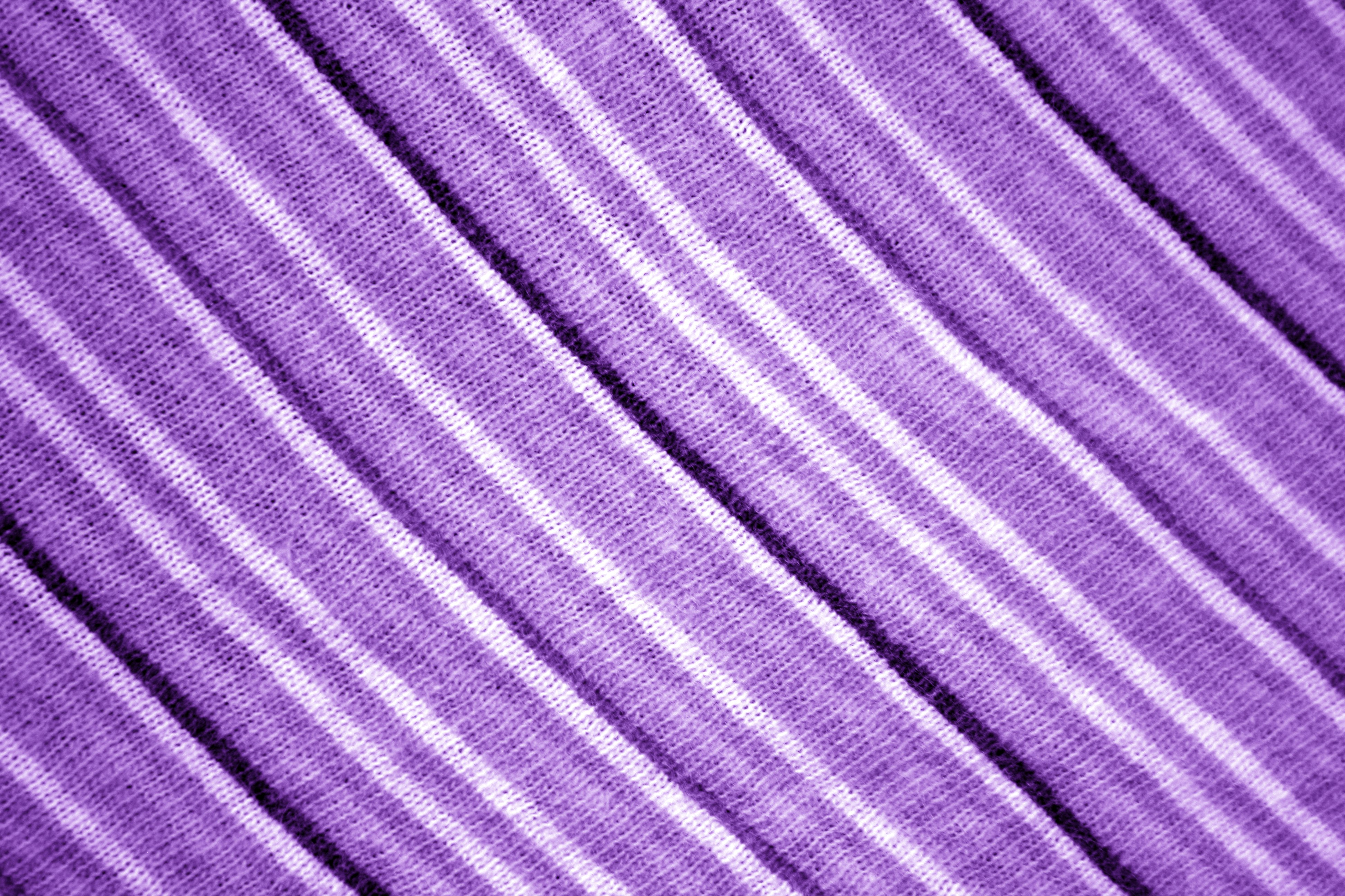 Diagonally striped purple knit fabric texture picture