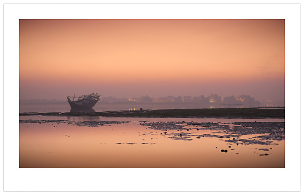 Dhow at Dawn - Bahrain (Ian Mylam/© Ian Mylam (www.ianmylam.com))