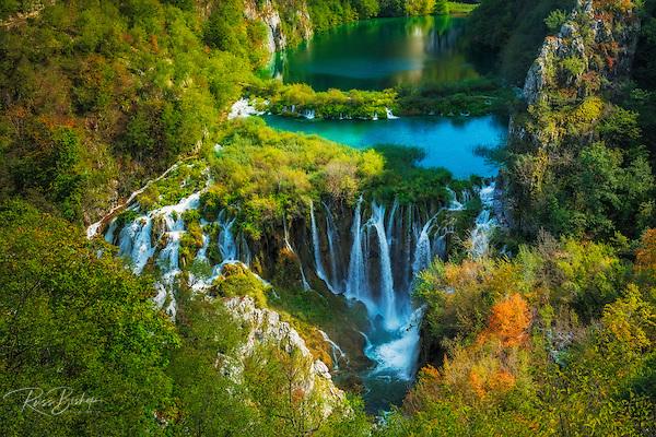 Travertine cascades on the Korana River, Plitvice Lakes National Park, Croatia (© Russ Bishop/www.russbishop.com)