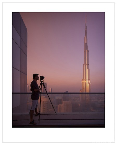 Photographer Catalin Marin and the Burj Khalifa (© 2012 Ian Mylam)