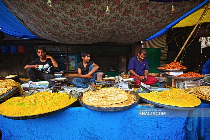 Local vendors sell kashmiri Halwa and Parantha during the festival near Hazratbal, Kashmir Devotees converged for peace prayers at the famous Muslim shrine of Hazratbal to mark Meraj-ul-Alam festival in Srinagar, Prophet Mohammed's Moi-e-Muqaddas (Holy Relic) is displayed for public viewing on ten occasions in a year, which includes Meraj-ul Alam. (Himanshu Khagta)