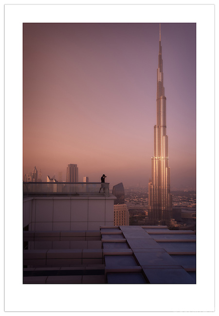 Catalin Marin photographing the Dubai skyline  (© 2012 Ian Mylam)