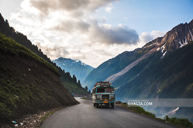 A Kashmiri Private bus on its way to Srinagar near Baltal, Kashmir (Himanshu Khagta)