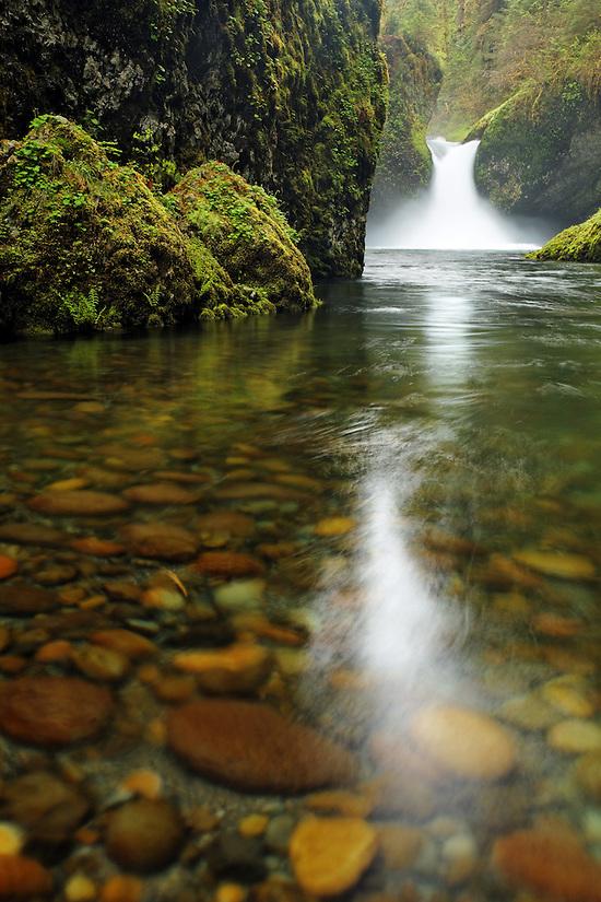 Punchbowl Falls, Eagle Creek Recreation Area, Columbia River Gorge National Scenic Area, Oregon, USA (Copyright Brad Mitchell Photography.9601 Wall St.Snohomish, WA 98296.USA.425-418-7279.brad@bradmitchellphoto.com)
