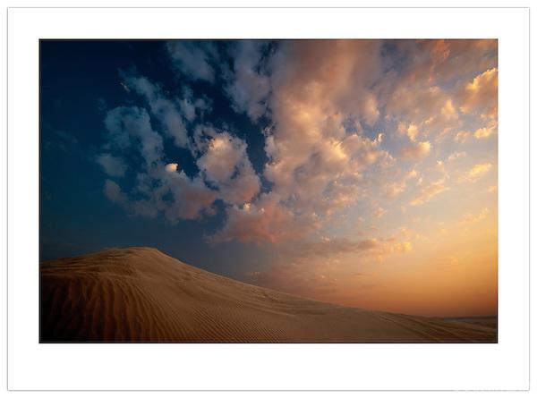 Sunset, Arabian Desert, U.A.E. (©2012 Ian Mylam)