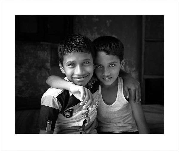 Two Boys, Mumbai, India, 2013 (Ian Mylam/© Ian Mylam (www.ianmylam.com))