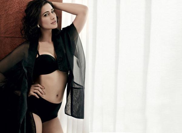 Police Officer Wallpaper Hd Nargis Fakhri 11 Unseen Bikini Bra Swimsuit Photos Age