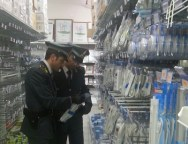 Gioia Tauro, maxi sequestro di prodotti contraffatti in negozio cinese