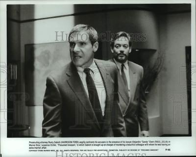 1990 PRESS PHOTO Harrison Ford and Raul Julia act in \