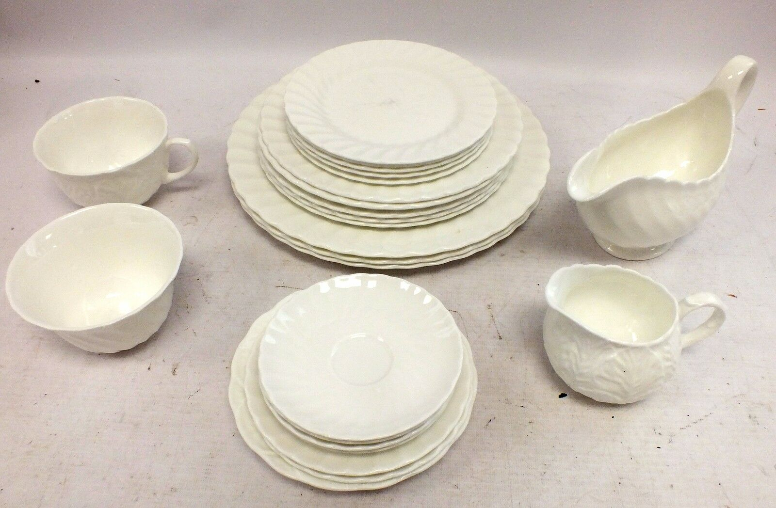 24 Piece Wedgwood Bone China Dinner Set Countryware C72