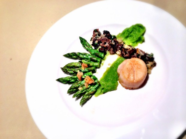 Pan-Seared Jumbo Scallops with Morel Mushrooms and Asparagus Purée