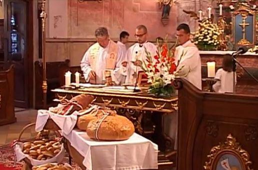 Ünnepi szentmise és kenyérszentelés