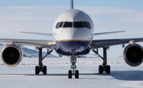 B757_Landing_Antarctica_Iceland_2