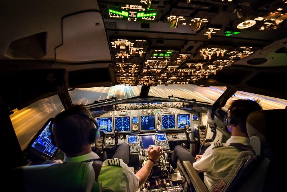 How do I become a commercial airline pilot? - Pilot Career News