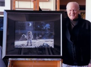 Robert McCall con il suo Men on the Moon