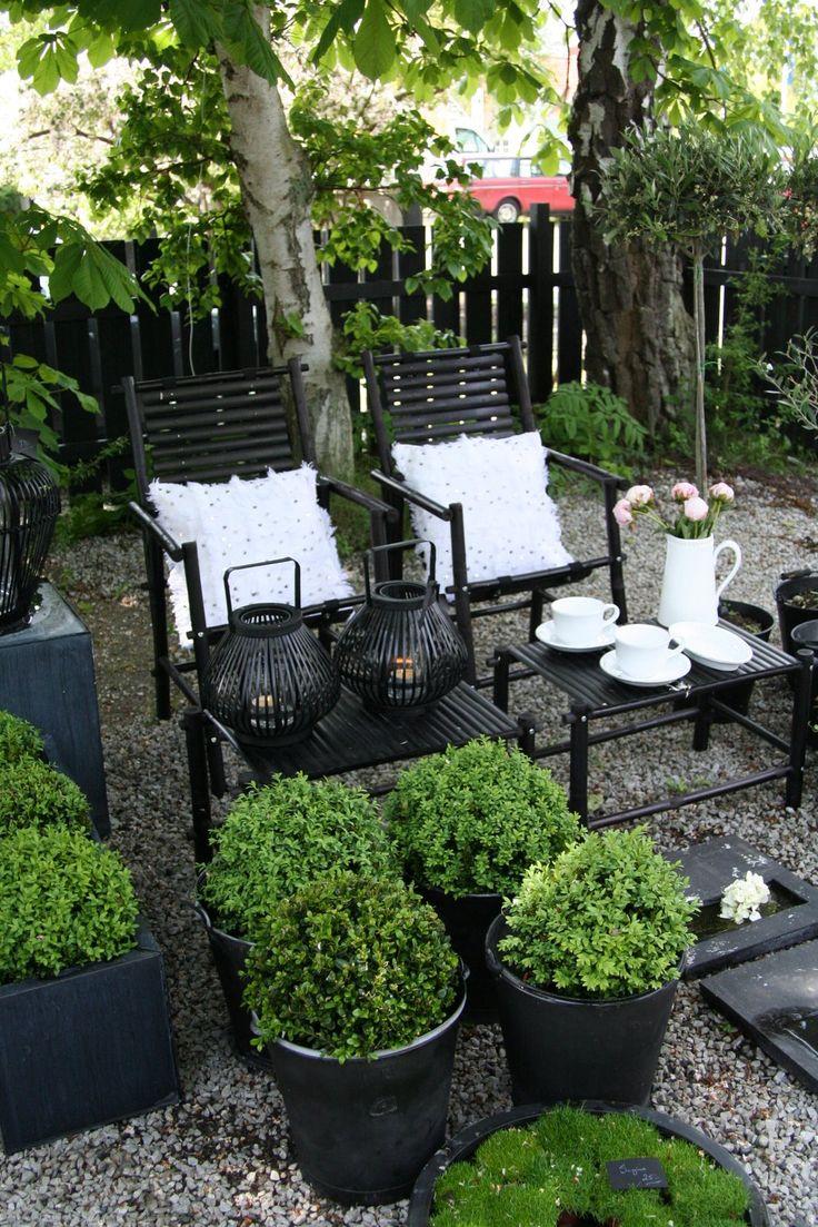 Garden Design Details – Black Slats