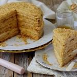 Medovik (Torta Russa al Miele con Crema di Mascarpone e Latte Condensato)