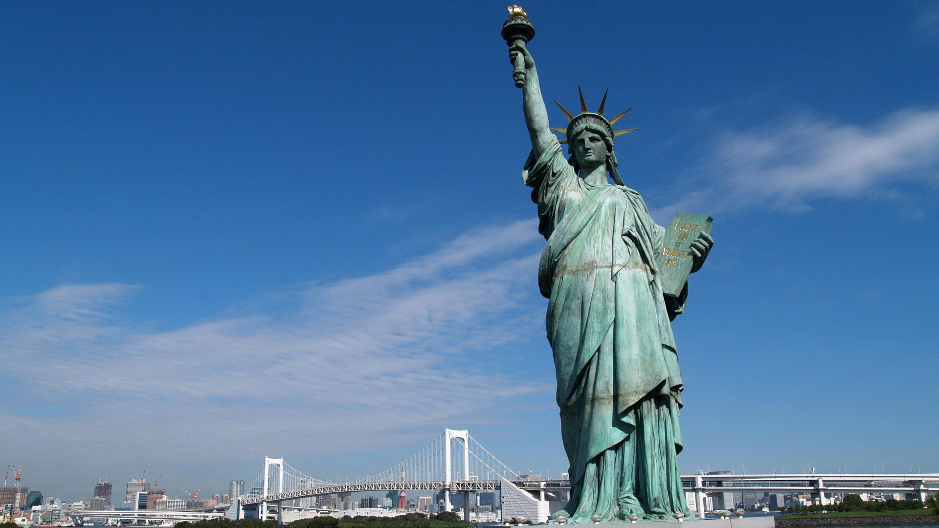 Wallpaper Falling Water Statue Of Liberty In New York Hd Wallpaper Pixelstalk Net
