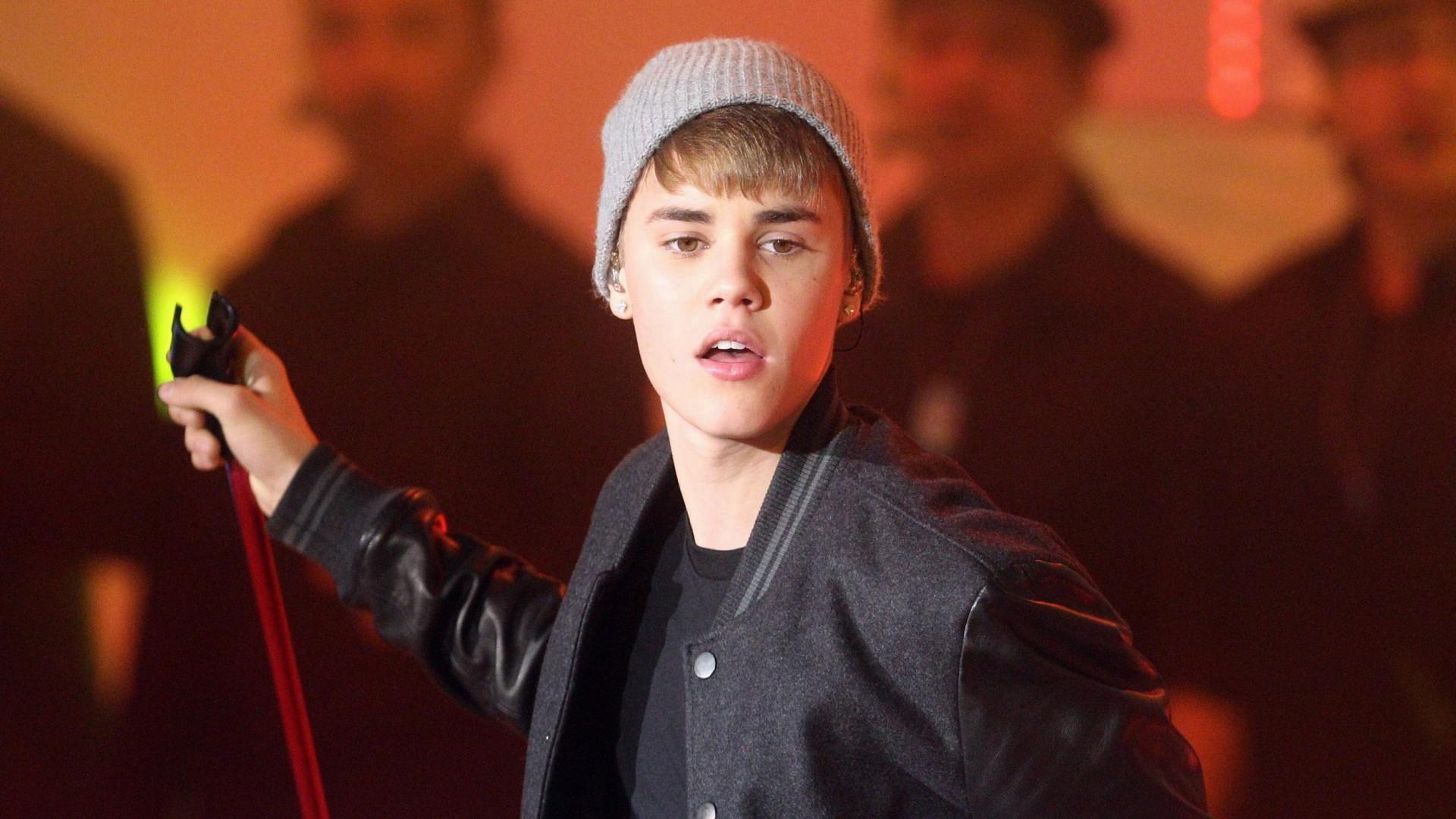 Fall Out Boy Game Wallpaper Justin Bieber Wallpaper Hd Pixelstalk Net