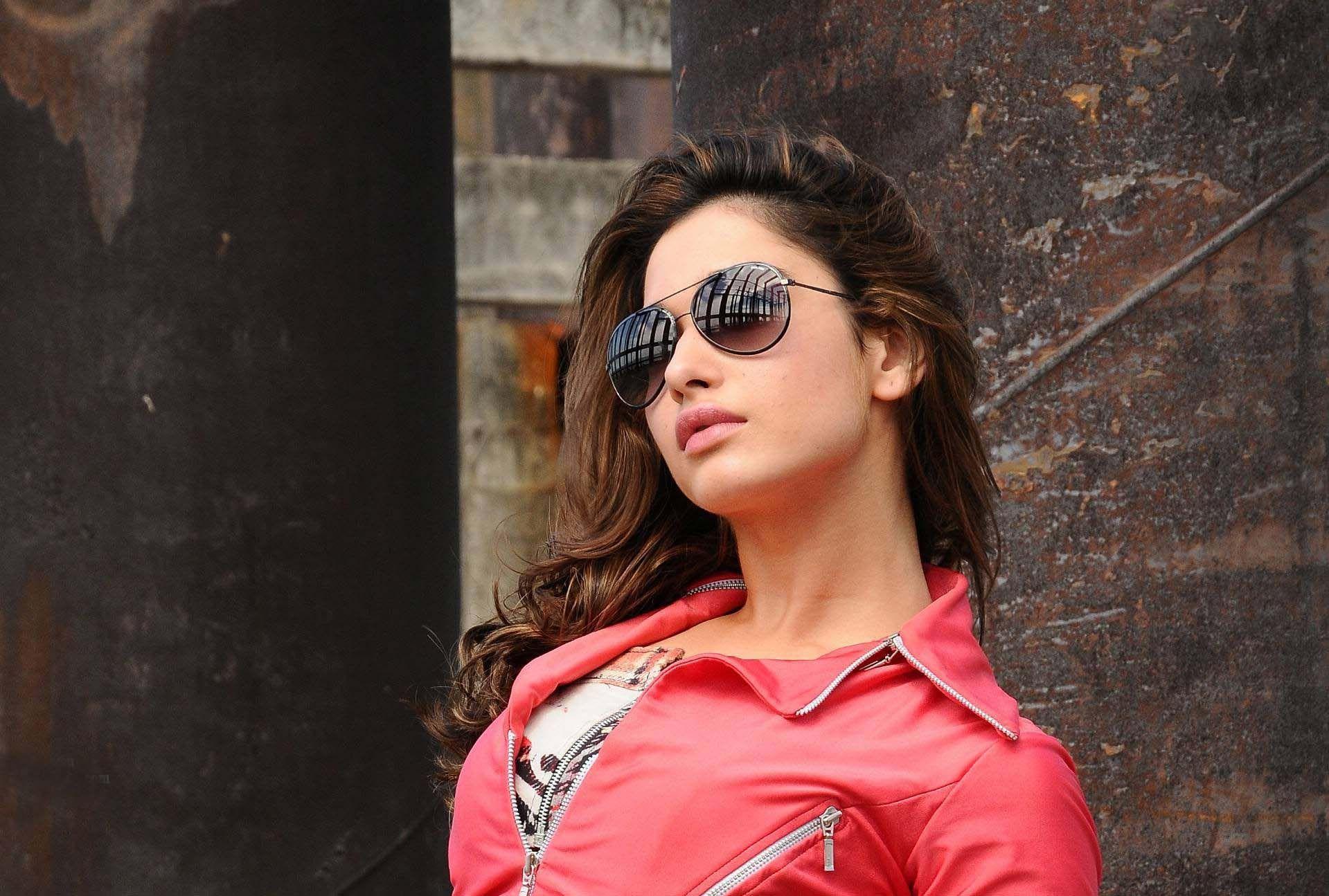 Pretty Girl Quotes Wallpapers Hd Tamanna Bhatia Iphone 5 Backgrounds Pixelstalk Net