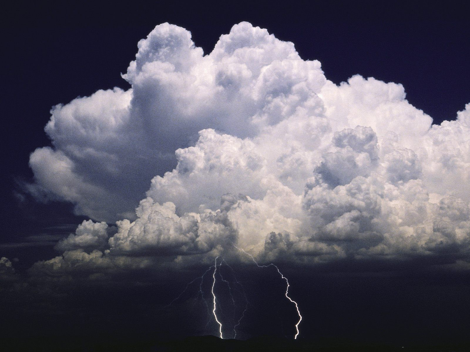 Free Animated Fall Desktop Wallpaper Hd Lightning Storm Backgrounds Pixelstalk Net